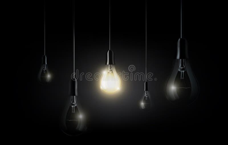 La bombilla que brilla intensamente está colgando entre muchas apagadas bombillas en el fondo del negro oscuro, copyspace, vector libre illustration