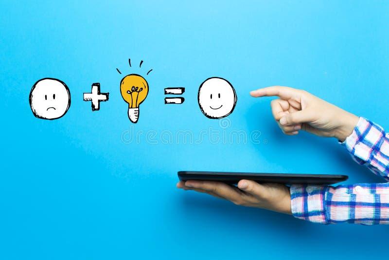 La bonne idée égale heureux avec une tablette illustration libre de droits