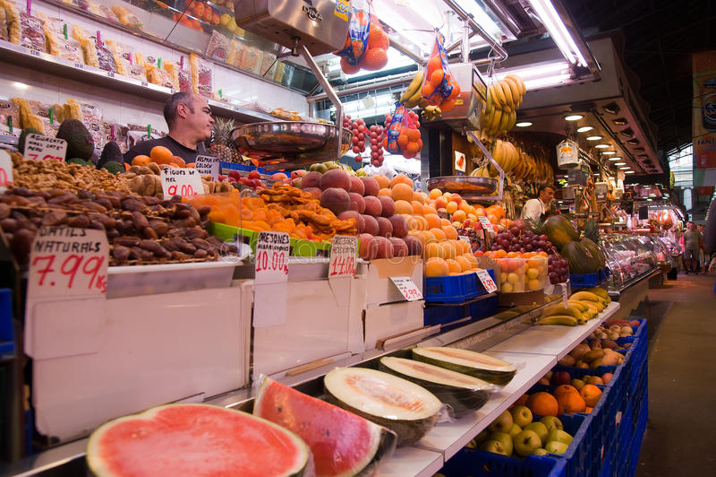 La Boqueria em Barcelona fotos de stock