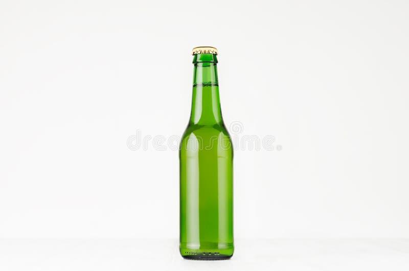 La botella de cerveza verde del longneck 330ml, imita para arriba foto de archivo