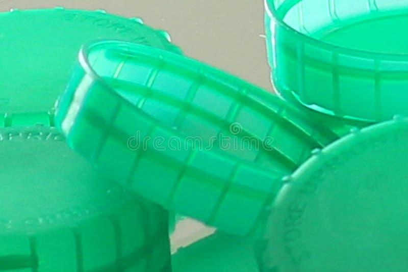 La botella plástica verde remata cercano para arriba fotos de archivo libres de regalías