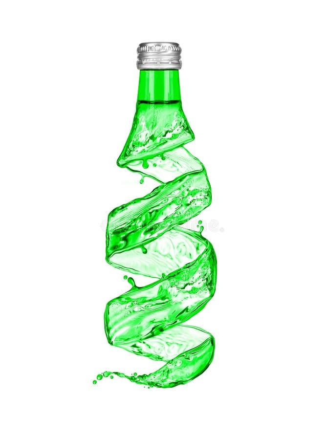 La bottiglia di acqua minerale fatta dall'acqua spruzza fotografia stock libera da diritti