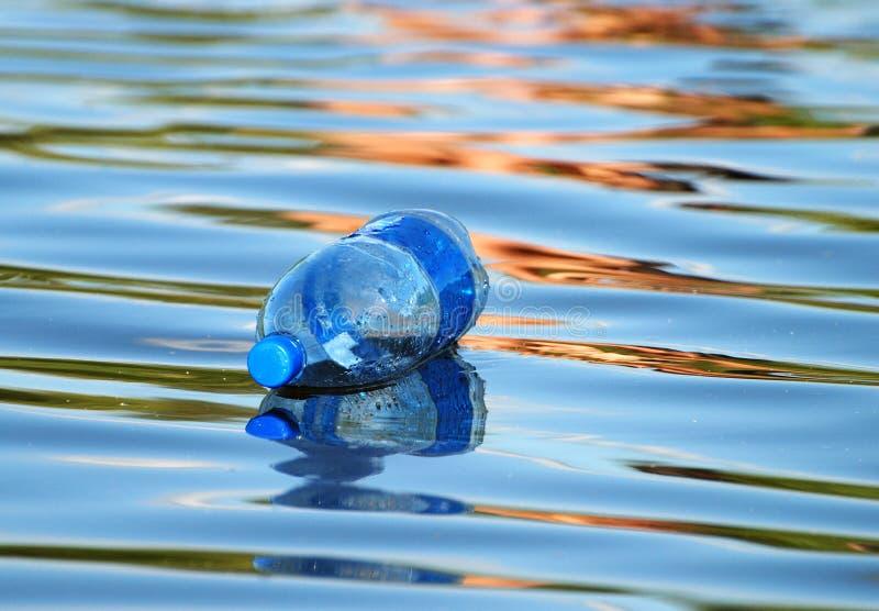 La bottiglia di galleggiamento fotografia stock libera da diritti