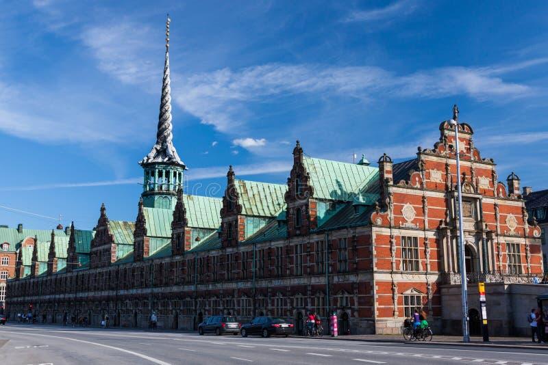 La bourse des valeurs (Borsen) à Copenhague pendant un jour ensoleillé photographie stock libre de droits