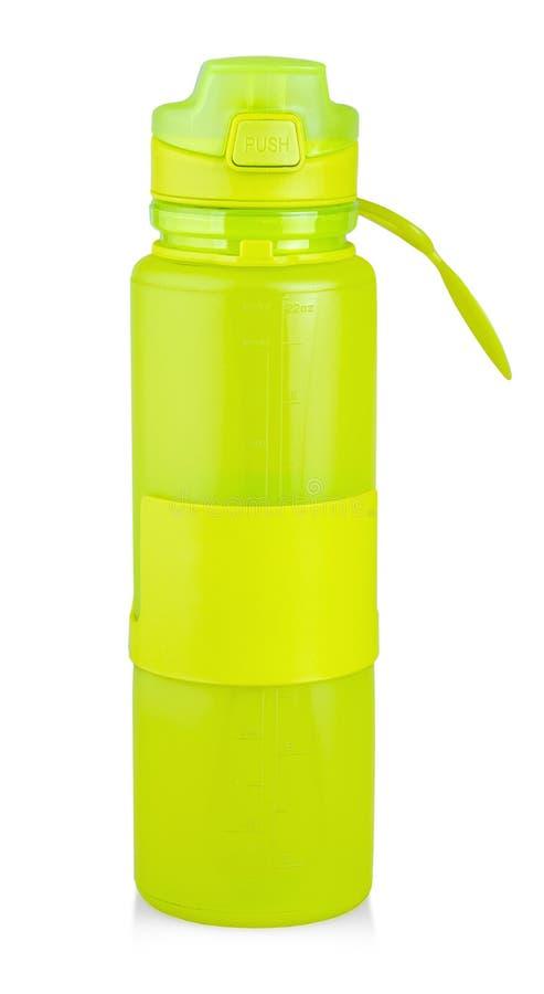 La bouteille d'eau en plastique verte de sports avec de l'eau d'isolement sur le fond blanc photo stock