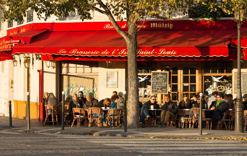 La brasserie famosa de l ` Ile St. Louis, París, Francia fotos de archivo