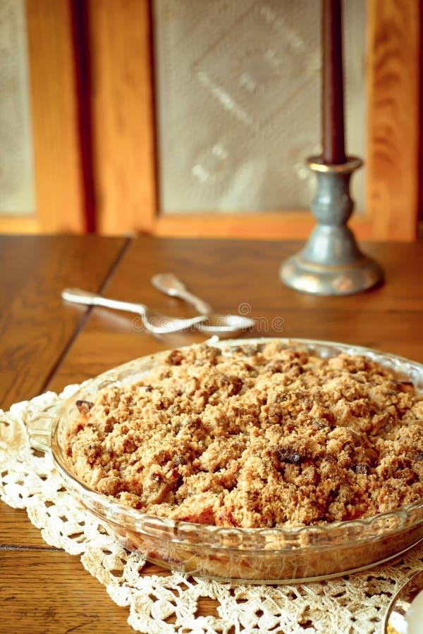 La briciola ha completato la torta delle patatine fritte della mela immagine stock libera da diritti