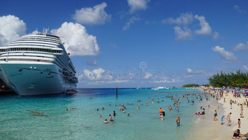 Download La Brisa Del Carnaval Atracó En El Turco Magnífico, Turks And Caicos Islands Foto de archivo editorial - Imagen de diapositiva, gobernador: 64201108