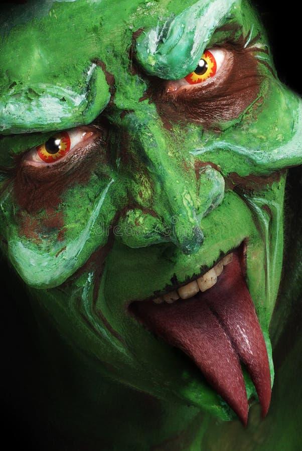 La bruja de mirada verde tiene gusto de la cara de las criaturas fotos de archivo libres de regalías