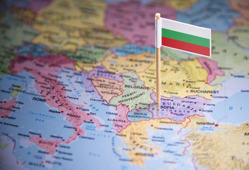 La Bulgarie a identifié par un drapeau sur la carte photographie stock libre de droits