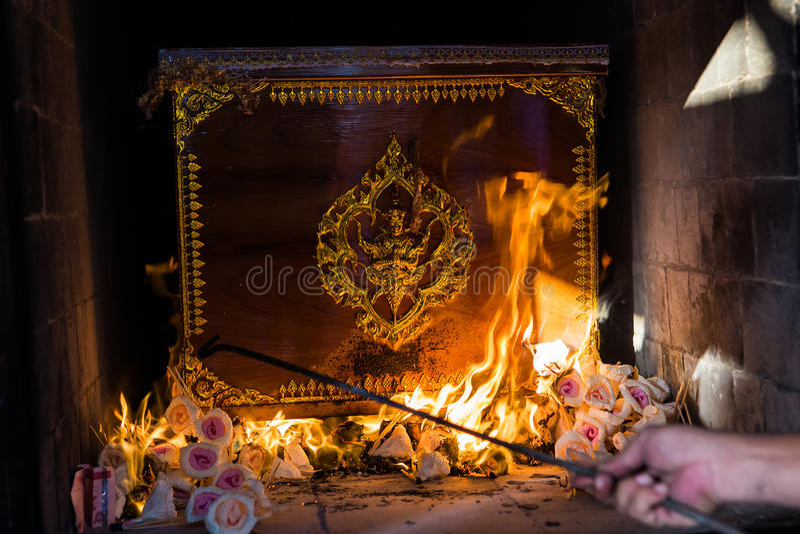 La cámara de cremación tailandesa budista imagen de archivo