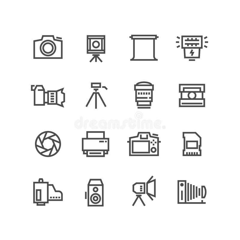 La cámara en el trípode, la lente de la foto y el equipo de la fotografía alinean los iconos del vector aislados en el fondo blan libre illustration