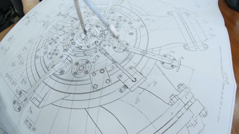 La Cámara Se Mueve Alrededor Del Dibujo Del Compresor Con El Divisor