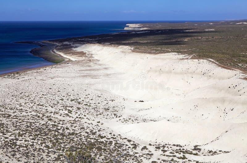 La côte après Punta Loma près de Puerto Madryn, une ville dans la province de Chubut, Patagonia, Argentine images stock