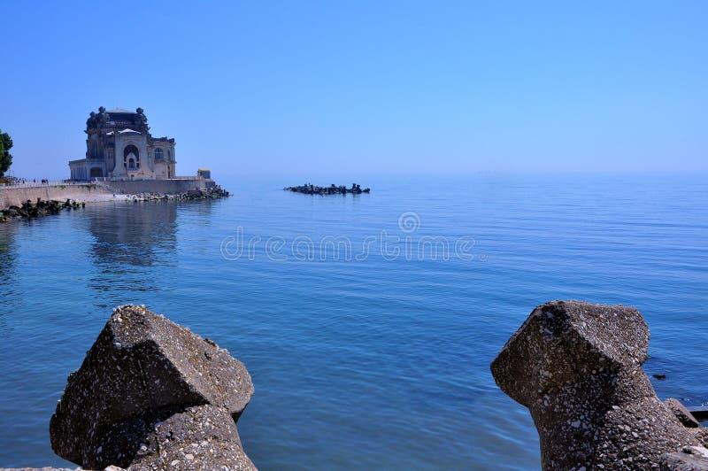 La côte de la Mer Noire avec le casino, Roumanie photographie stock