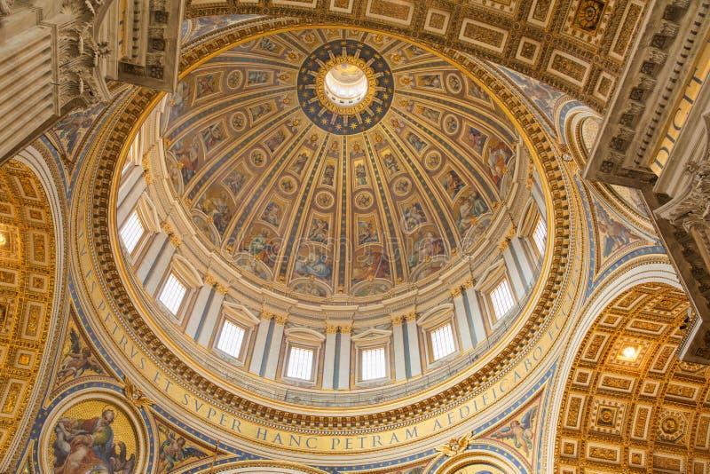 La cúpula de la basílica de San Pedro en el Vaticano, Roma, Italia fotos de archivo libres de regalías