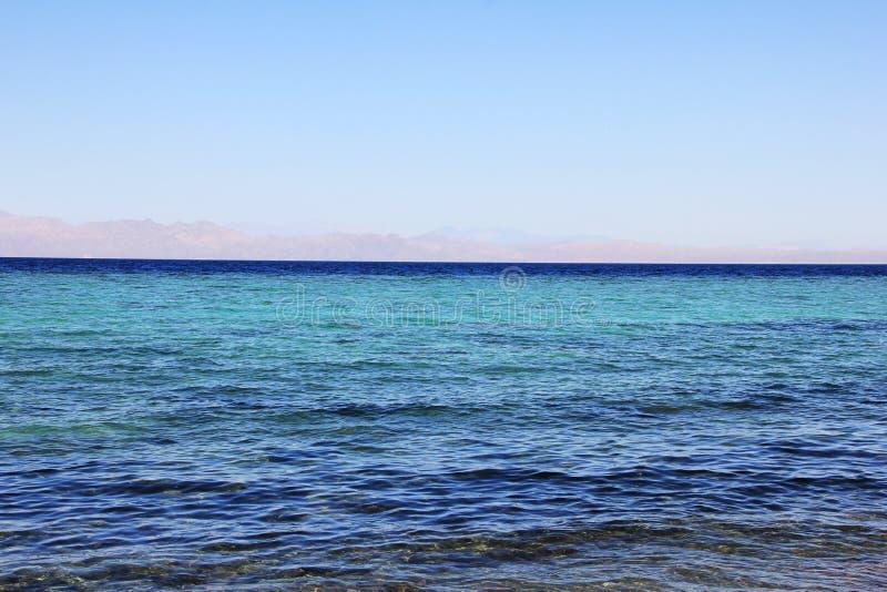 La côte de la Mer Rouge dans Dahab, Egypte images stock