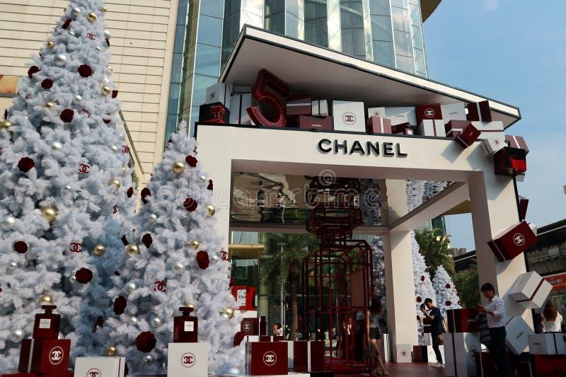 La cabina al aire libre de la marca de lujo ofrece los árboles de navidad foto de archivo libre de regalías