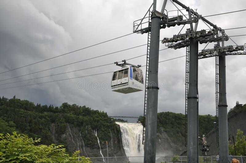 La cabina del cable sobre Montmorency cae de la provincia de Quebec en Canadá imagen de archivo libre de regalías
