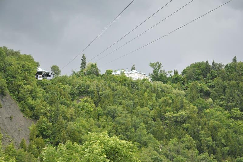 La cabina del cable sobre Montmorency cae de la provincia de Quebec en Canadá fotografía de archivo