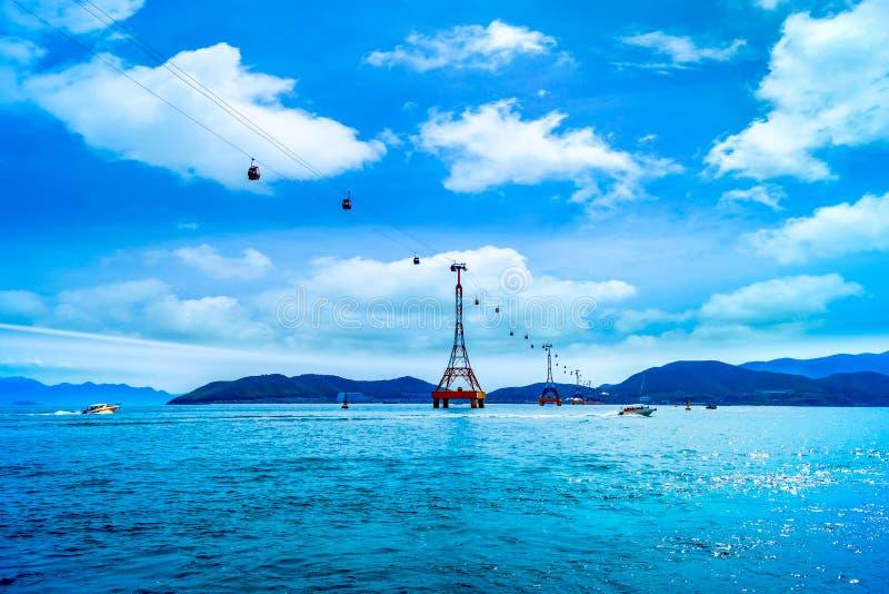 La cabina di funivia alla spiaggia di Nha Trang immagini stock libere da diritti