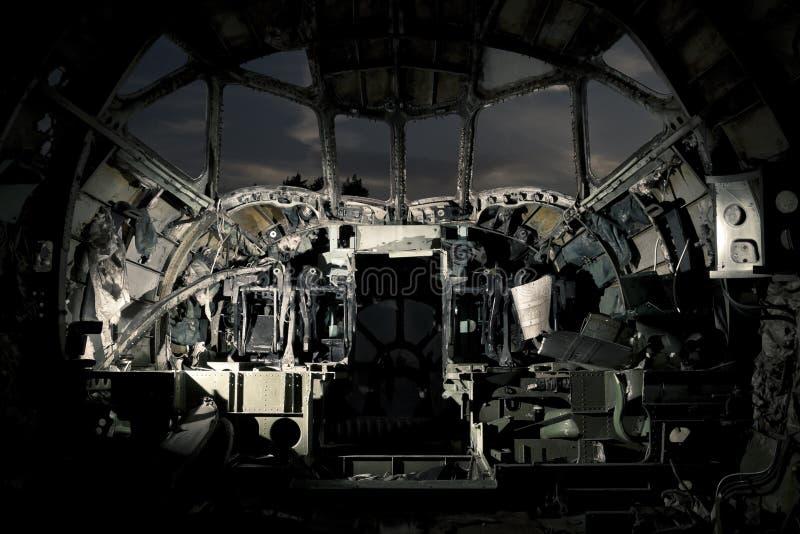La cabina di pilotaggio dell'aeroplano rovinato immagine stock