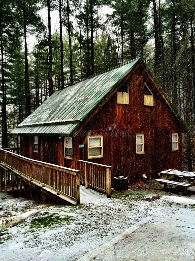 La cabina nel legno fotografia stock