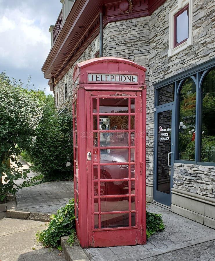 La cabine de t?l?phone rouge britannique photos stock