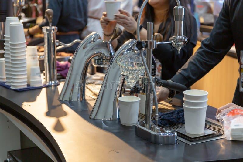 la cafetería puede hacer muchos tipos del café foto de archivo