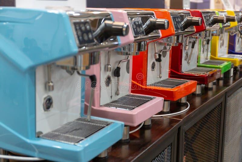 la cafetería puede hacer muchos tipos del café imagen de archivo