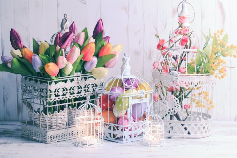 La cage à oiseaux de Pâques photo stock
