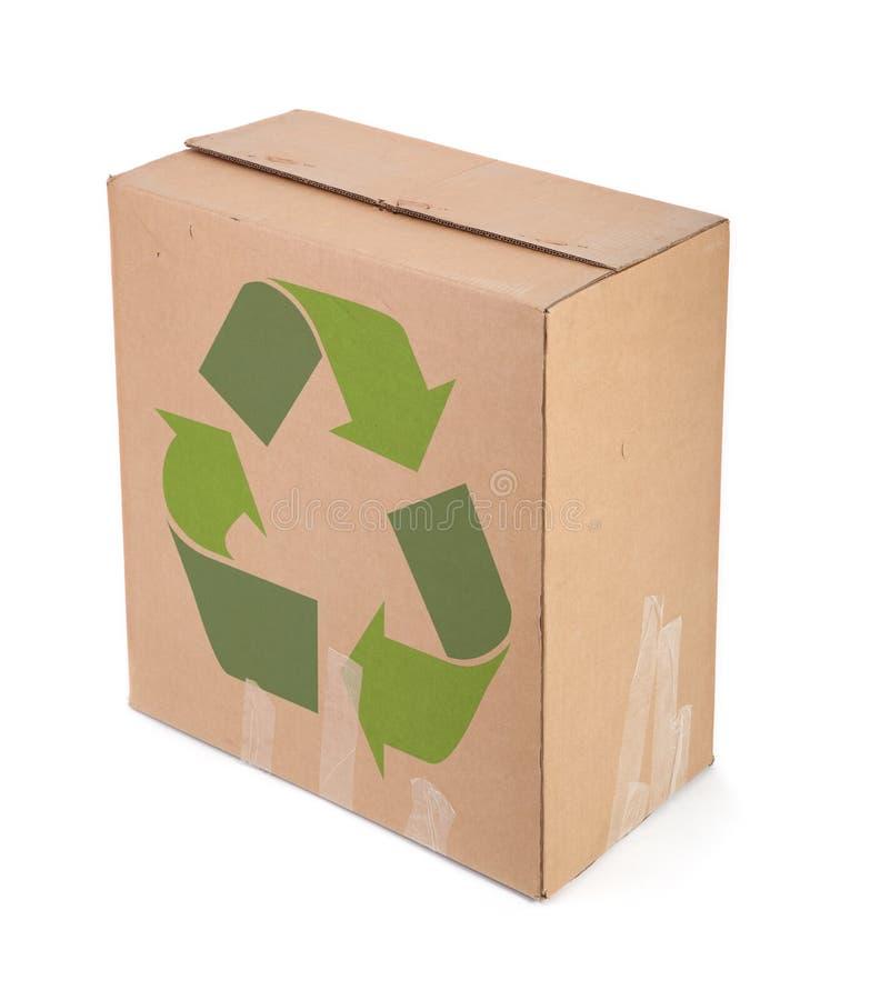 La caja de cartón con recicla símbolo imagen de archivo