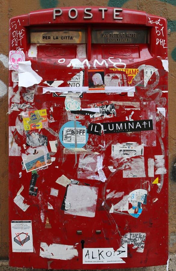 La caja de letra roja fotografía de archivo libre de regalías