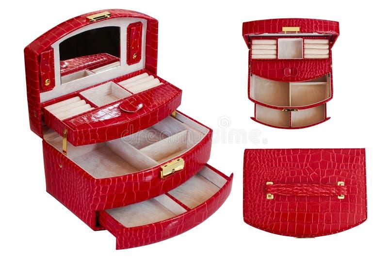 La caja roja para la joyería de las mujeres hizo del cuero artificial Ataúd con las porciones de compartimientos fondo aislado, b foto de archivo