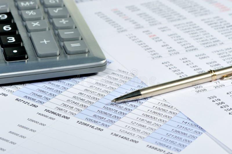 La calculatrice et l'état financier images libres de droits
