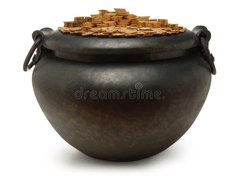 La caldaia del ferro ha riempito di oro immagine stock