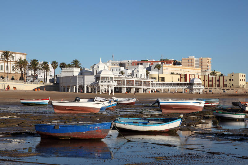 La Caleta della spiaggia a Cadice, Spagna fotografia stock libera da diritti