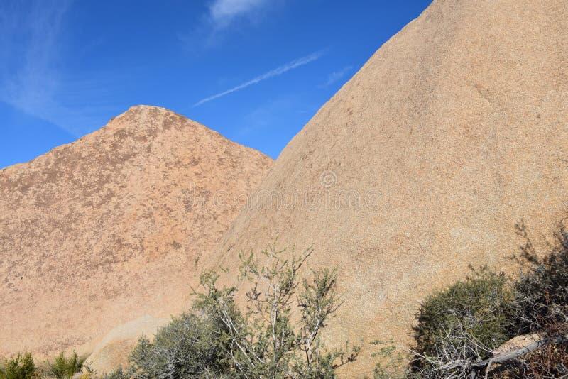 La California Joshua Tree National Park Pyramid ha modellato i picchi fotografie stock