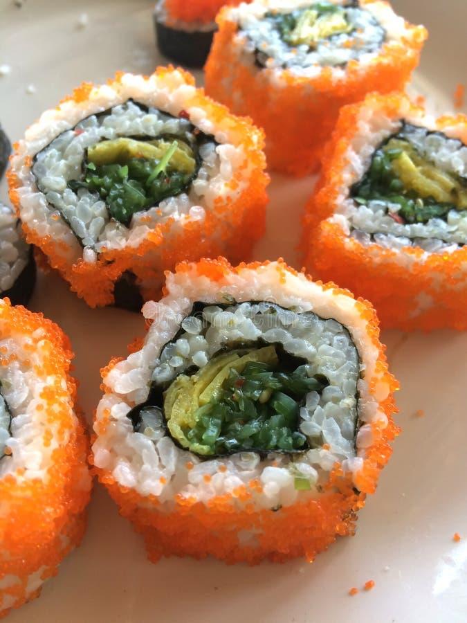 La Californie Maki Sushi avec Masago image stock