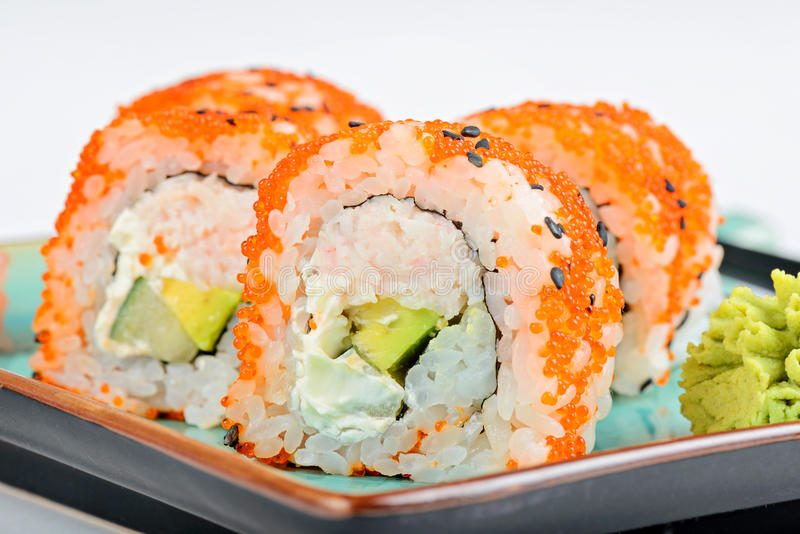 La Californie Maki Sushi avec Masago images stock