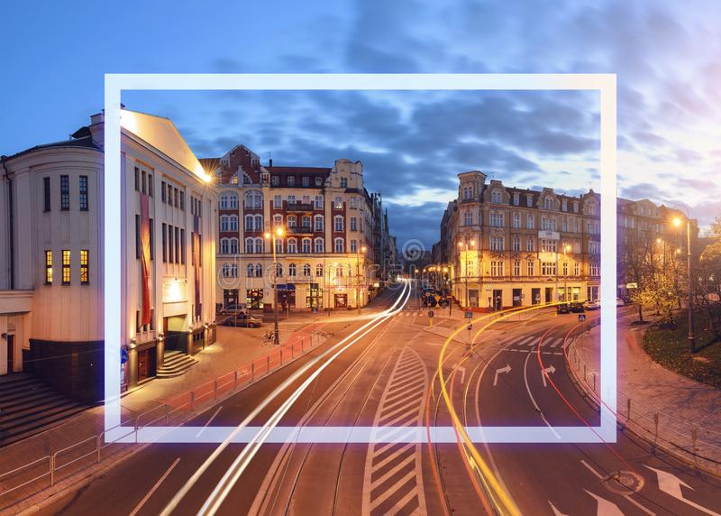 La calle con el marco en el sity viejo foto de archivo