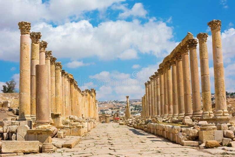 La calle de Cardo Maximus en Jerash arruina Jordania fotografía de archivo