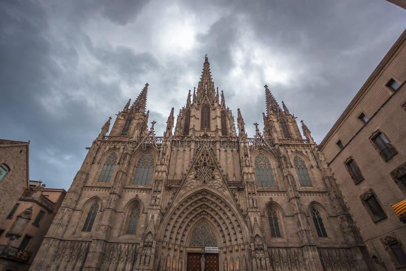 La calle de Carrer del Bisbe de Barcelona, España imagen de archivo libre de regalías