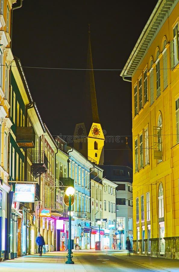 La calle de enrrollamiento por la tarde, mún Ischl, Austria de Pfarrgasse imágenes de archivo libres de regalías