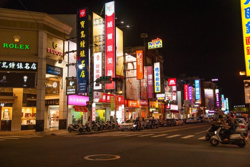 Download La Calle De La Ciudad De Chiayi Hace Compras En La Noche De La Monta?a Foto de archivo editorial - Imagen de carteleras, rápido: 41921733