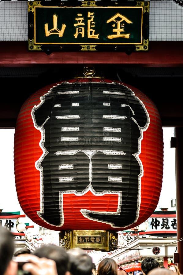 La calle de las compras de Nakamise en Asakusa conecta con Senso-ji imagen de archivo libre de regalías