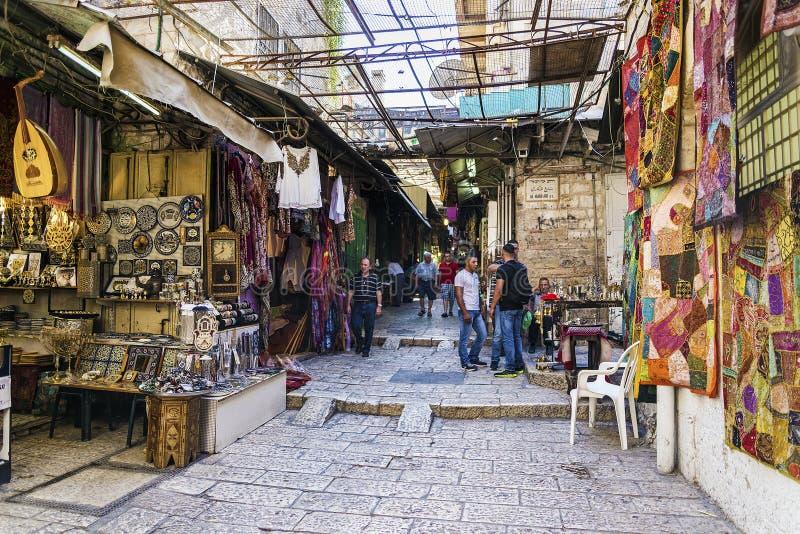 La calle de mercado palestina del souk hace compras en israe viejos de la ciudad de Jerusalén fotos de archivo libres de regalías