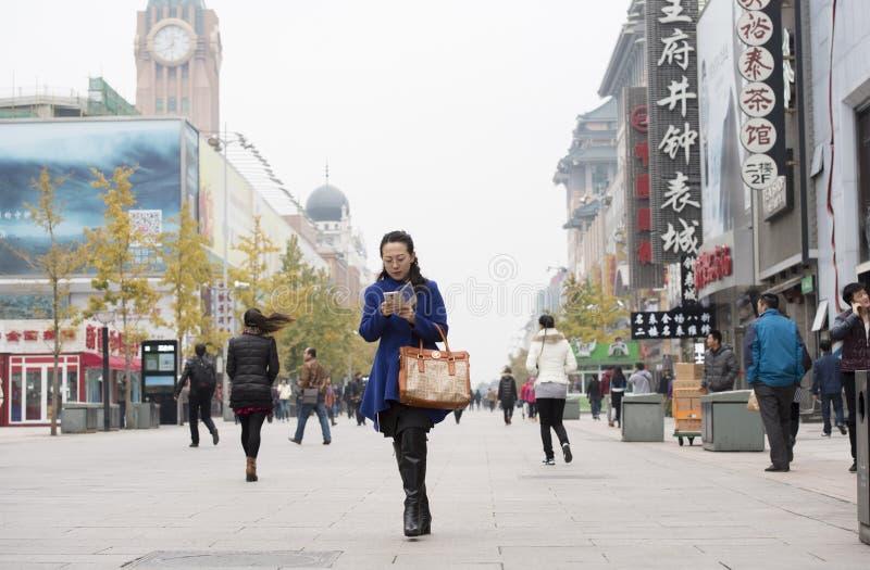 La calle de Wangfujing en nov Festival que hace compras 11 en China imagen de archivo libre de regalías
