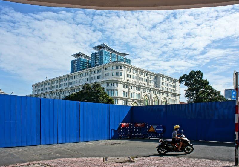 La calle estrechada se prepara para el proyecto del metro fotografía de archivo libre de regalías