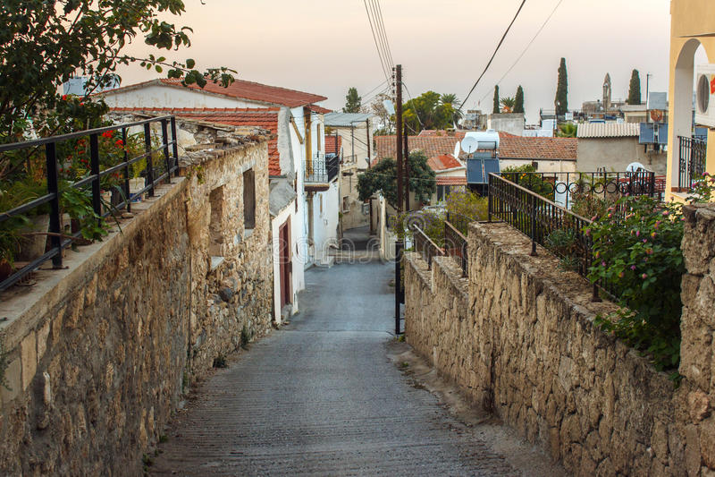 La calle famosa de los limones amargos en la región de Kyrenia imagenes de archivo